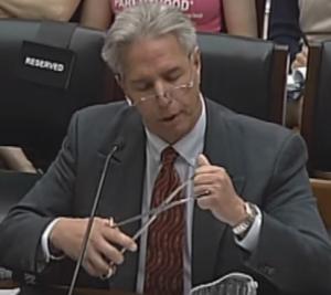 Dokter Levatino legt het Amerikaans Congres uit hoe abortus wordt gepleegd. Bron: YouTube